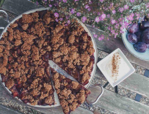 Veganer Zwetschgenkuchen mit Hefe und Streuseln
