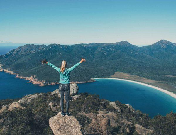 Beitragsbild Weltreisefinanzierung - Ausblick auf die Wineglass Bay in Tasmanien