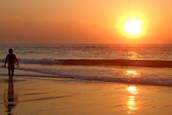Surfen in Frankreich Sonnenuntergang