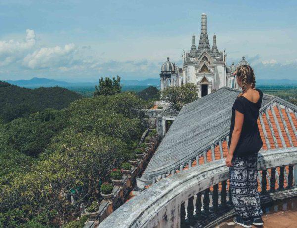 Schöne Aussicht vom Palast in Phetchaburi auf die Umgebung