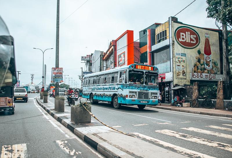 Verkehr und Bus fahren in Sri Lanka