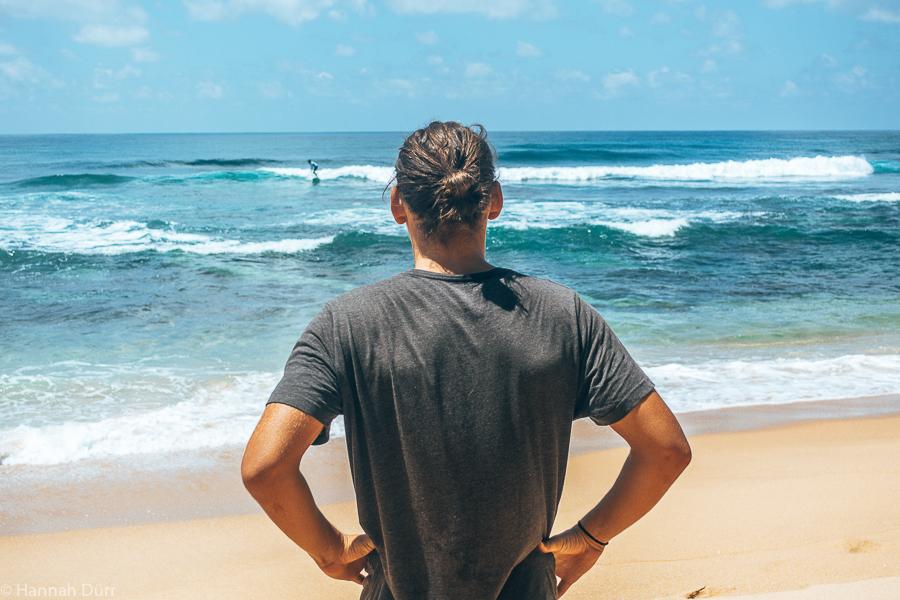 Surfen am Hikkaduwa Beach in Sri Lanka an der Südküste