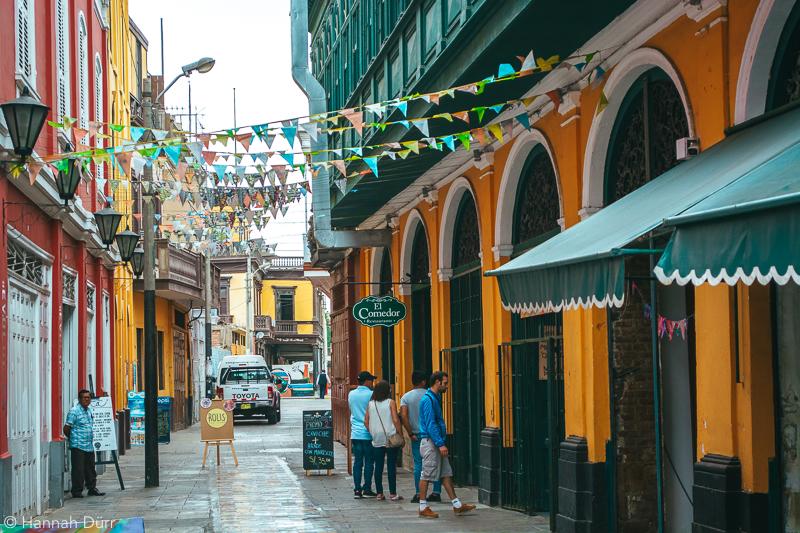 Bunte Straßen in Callao, Peru