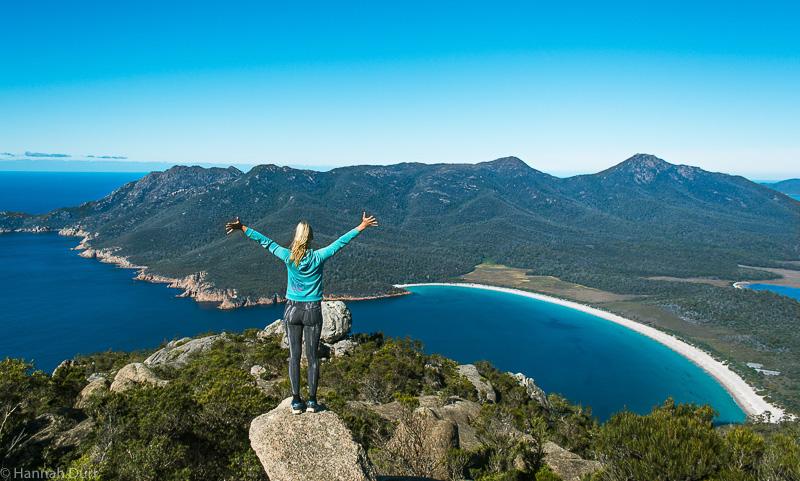 Hannah auf Mount Amos mit Blick auf Wineglass Bay