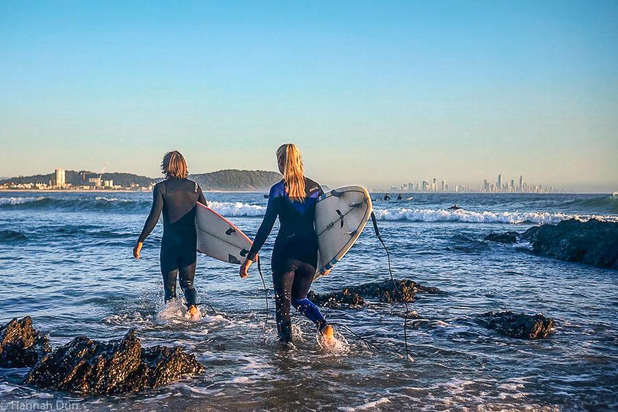 Morgendlicher Surf an der Gold Coast, Australien