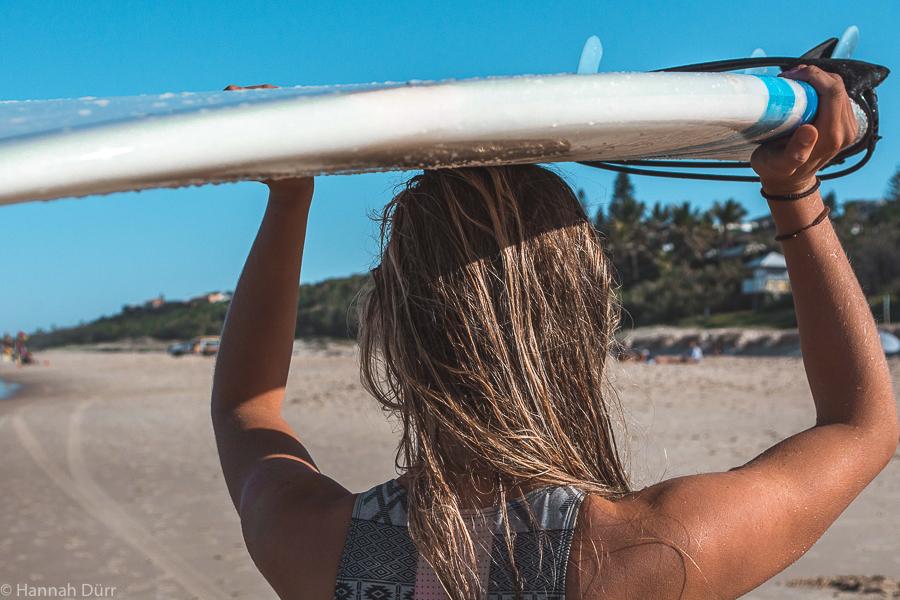 Surfen am Sunshine Beach, Noosa, Australien