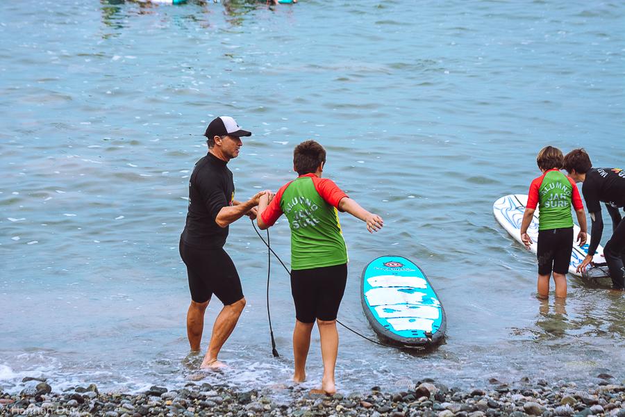 Surfunterricht bei der Surfschule JAH Surf in Peru
