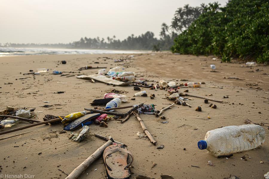 Sri Lanka Plastikmüll am Strand