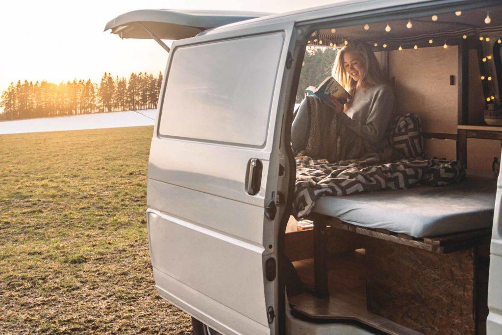 Bild: Umgang mit Stress als Student, Auszeiten nehmen: Ausflug in unserem VW T4 Camper