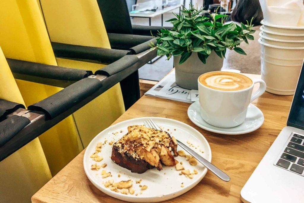 Banana Bread im Waxed Café Hossegor