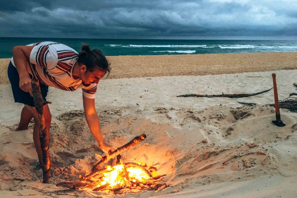 Lagerfeuer am Strand in Le Porge Océan