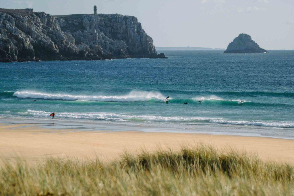 Anse den Pen Hat, Bretagne, ein wunderschöner Surfspot an Frankreichs Atlantikküste
